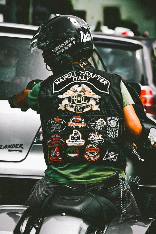 les accessoires indispensables pour un motard